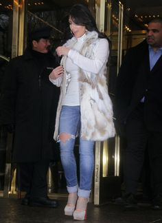 Very glamorous and yet very casual. Must have winter look.