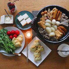 ・ ・ 一週間お疲れ様でした☺︎ ・ 今日は一日冷たい雨。 寒いのでおでんにしますよー。 ・ ・ コトコト煮込みながら 途中でおでん種を五種追加します☝️✨ ・ ✦ฺ葱袋 ✦ฺ餅袋 ✦ฺ春菊トロロ ✦ฺトマト ✦ฺ木綿豆腐 ・ どれも美味しくて つい飲み過ぎちゃう訳です 今日は白ワイン開けよう♩ ・ ・ グレーの大皿は #木と根 さんで11月に行われた #伊藤聡信 さんの陶展で購入したもの。 初postです(*´∪`)♡ ・ ・ 皆様、素敵な週末をお過ごし下さいね( ´͈ ᗨ `͈ )◞♡⃛ ・ ・