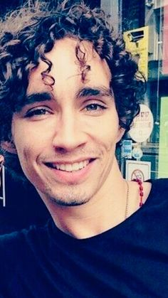 I am completely in love with him 🥰🥰❤️❤️ Gorgeous Eyes, Beautiful Person, Beautiful People, Robert Sheehan, Irish Men, Face Claims, Best Shows Ever, Man Crush, Sexy Men