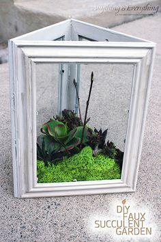 | DIY Faux Succulent Garden using Dollar Store Frames | Esquinero de Suculentas con Marcos de Cuadros |