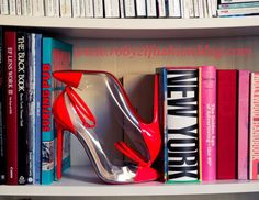 …una settimana iniziata in ritardo ma che stenta a terminare… I need of fashion shoes, I need a good book…I needa long weekend… goodmorning fashion girls! #Fermalibri #Fermastile #fermiavenerdì i #need the #weekends now on my #fashionblog www.robyzlfashionblog.com #robyzl #serendipity