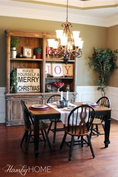Rustic Traditional Dining Room Christmas Decor