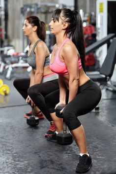 How To Do Sumo Squats With Dumbbells http://www.changeinseconds.com/how-to-do-dumbbell-sumo-squat/