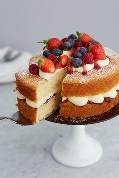 Classic Victoria sponge cake (Victoria sandwich) - the perfect tea time treat! Vegan Victoria Sponge, Victoria Sponge Cake, Victoria Sponge Recipe, Raw Cake, Vegan Cake, Tea Cakes, Cupcake Cakes, Poke Cakes, Layer Cakes