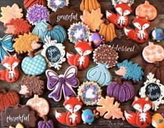 All the cookie decorating tutorials, tips, recipes and color help you need to make easy and fun decorated sugar cookies! Fall Decorated Cookies, Fall Cookies, Pumpkin Cookies, Gingerbread Cookies, Roll Out Sugar Cookies, Sugar Cookies Recipe, Cookie Recipes, Cookie Ideas, Thanksgiving Cookies