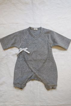 Makié Pile First Hadagi Unisex Baby Romper in Gray Baby Outfits, Outfits Niños, Kids Outfits, Fashion Moda, Boy Fashion, Baby Kids Clothes, Man Clothes, Unisex Baby, Baby Wearing