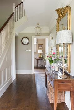 Hallway Colours, Floor Design, House Styles, House Interior, Cottage Interiors, Hallway Designs, Dining Room Style, English Interior Design, Interior Design