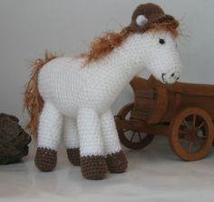 Haakpatroon paard - een beetje aanpassen en het is Amerigo, het paard van Sinterklaas!
