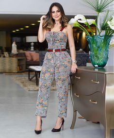 Pin by Telma on Macacões in 2019 Top Fashion, Fashion Pants, Fashion Outfits, Womens Fashion, Fashion Trends, African Fashion Dresses, African Dress, Western Dresses, Romper Outfit