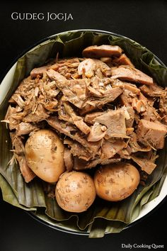 There are two young jackfruit dishes that are super famous in Indonesia, one is Padang jackfruit curry, and the other one is Yogyakarta jackfruit stew, lovingly… Jackfruit Dishes, Jackfruit Curry, Jackfruit Recipes, Indonesian Cuisine, Indonesian Recipes, Coconut Recipes, Daily Meals, International Recipes, Slow Cooker Recipes