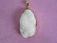 Kristall Anhänger Druse Naturstein vergoldet Geode von Bezauberndes