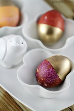 Gold Dipped Easter Eggs are an easy way to create a chic and mordern look with your Easter Home Decor.