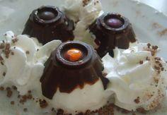 Domácí zmrzlinka. Vynikající chuť tvarohové zmrzliny přímo z domova - z vaší mrazničky. Jako formičku na zmrzlinu použijeme obal na vajíčka.