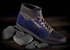 La casa de moda MOMO, muestra su tendencia en zapatos deportivos