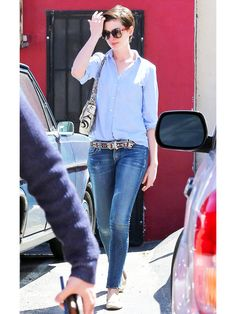 Anne Hathaway & Adam Shulman Want More Antiques for Their Home!: Photo Anne Hathaway keeps it chic in jeans while exiting an antique store on Street after lunch on Monday (March in West Hollywood, Calif. The actress… Girl Fashion, Fashion Outfits, Womens Fashion, Anne Hathaway Style, Jeans Style, Spring Summer Fashion, Short Hair Styles, Celebrity Style, Casual Outfits