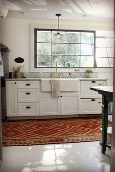 Kitchen Trend: No Upper Cabinets - The Peak of Tres Chic