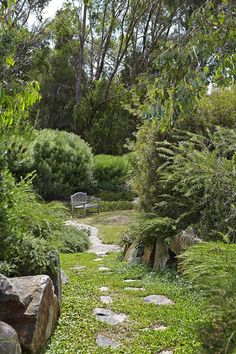 Part country, part coastal, this expansive garden on Victoria's Mornington Peninsula uses beds of native plants. Native shrubs are pruned lightly into rounded forms. garden ideas 11 native Australian garden design ideas to inspire Australian Garden Design, Australian Native Garden, Modern Garden Design, Landscape Design, Australian Bush, Sky Landscape, Patio Design, Amazing Gardens, Beautiful Gardens