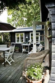 great outdoor space Vicky's Home: Casa de verano cálida y confortable / House… Outdoor Rooms, Outdoor Gardens, Outdoor Living, Outdoor Decor, Outdoor Furniture, Outside Living, Black House, House Colors, My Dream Home