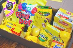 Rachel Zimm: DIY box of sunshine Birthday Party For Teens, Birthday Gifts For Best Friend, Birthday Box, Unique Birthday Gifts, Friend Birthday Gifts, Best Friend Gifts, Birthday Crafts, Cute Gifts, Diy Gifts
