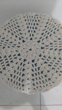Linda capa de galão de água de crochê,com flores por toda a volta.Pode ser feita em outras cores.  Também fazemos para galões menores.  Frete grátis PAC para todos os estados.