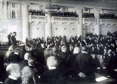 Na alle stakingen stond Nicolaas II een Doema toe. Een Doema is een groep waarin liberalen en socialisten zaten. zij werden na de troonsafstand van Nicolaas II verkozen als de voorlopige regering.