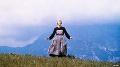 Julie Andrews on the set of The Sound of Music The Sound of Music was released 50 years ago - but what did the real von Trapp family portrayed in the move think of it? Julie Andrews, Will Turner, Dr. Martens, Sound Of Music Family, Autoimmun Paleo, Famous Movie Scenes, World War Ii, Rock N Roll, Movies And Tv Shows