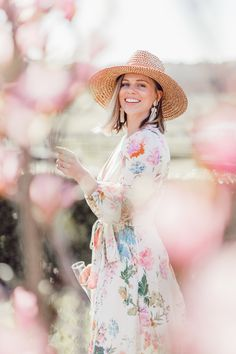 Queens Cup Steeplechase outfit ideas 2019 + the best floral dresses of the season to shop now Horse Race Outfit, Races Outfit, Spring Style, Spring Summer Fashion, Melbourne Cup Fashion, Races Style, Preppy Southern, Spring Dresses, Horse Racing