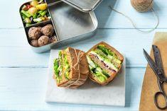 Mit diesen Picknick Ideen wirst Du zum Picknick Profi!   HelloFresh Blog Romantic Picnic Food, Picnic Box, Picnic Ideas, The Fresh, Bento, Sandwiches, Lunch Box, Food And Drink, Mexican