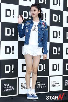 Kim Sae-ron, child star who avoided 'the curse' @ HanCinema :: The Korean Movie and Drama Database