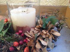 Ein Herbstkranz der mit wächst du brauchst Erlenzweige, Hagebutten, Silbertaler, Ahornfrüchte, Ginkgoblätter