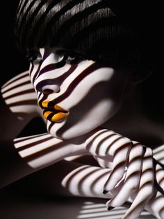 Striped via @Fubiz http://www.fubiz.net/2014/12/03/stripes-and-polka-dots-projection-portraits/