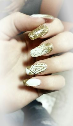 #nails #white #gold #clautoth #Klaudia #Tóth #christmas #nail #art #artist