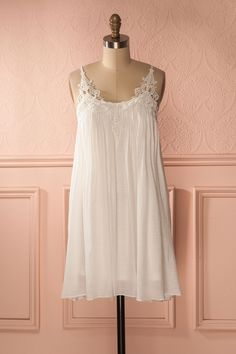 Abdelina - White embroidered loose dress
