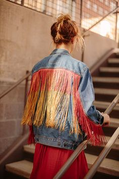 DIY Boho Clothes and Jewelry - Fringe Jean Jacket DIY - How to Make Easy Boho Fashion On A Budget - Edgy Homemade Hippe Clothing Ideas for Summer, Winter, Spring and Fall Trend Fashion, Denim Fashion, Boho Fashion, Fashion Ideas, Fashion Sewing, Fringe Fashion, Fashion Boots, Fashion Dresses, Diy Jeans