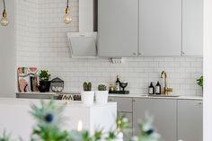 Interiörbild Kitchen Furniture, Kitchen Interior, Kitchen Dining, Kitchen Cabinets, Kitchen Collection, House Doctor, Cool Kitchens, Ashton Kutcher, Interior Design