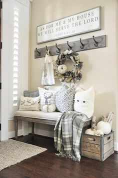 Living Room Decoration Ideas For The Black And White Lovers Diy Rustic Decor, Diy Home Decor, Rustic Entryway, Country Decor, Home Ideas Decoration, Rustic House Decor, Entryway Bench, Fall Entryway Decor, Rustic Farmhouse Entryway