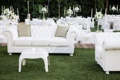Placing some beautiful chesterfield sofas gives the wedding a special retro touch