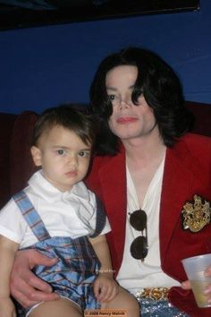Michael Jackson and son Blanket