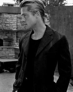 Blonde Moments, Jason Momoa, Brad Pitt, American Actors, Boy Fashion, Ponytail, Eye Candy, Celebrities, Celebs