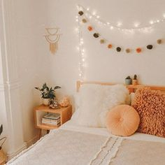 Since I'm ill, I would rather be sleeping in my comfy bed right now than studying 🤧 I hope your Monday is going better than mine 😂💕 Room Ideas Bedroom, Home Bedroom, Bedroom Decor, Bedrooms, Bedroom Inspo, Boho Teen Bedroom, Dorm Room Themes, Dorm Room Designs, Cute Room Ideas
