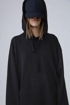 black hoodie oversized