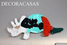 Peças em MDF em formato de dinossauros pintadas pelas crianças podem transformar-se em simpáticos (e exclusivos) ímas de geladeira ou mesmo lembrancinhas para festas de aniversário. Confira todas as ideias de Flávia Ferrari no DECORACASAS.