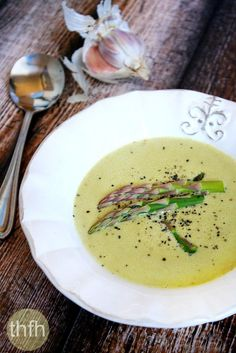 Vegan Cream of Asparagus Soup.a healthy, clean eating Vitamix recipe ready in 10 minutes and is vegan, gluten-free, dairy-free, nut-free and paleo-friendly. Asparagus Soup Vegan, Creamed Asparagus, Asparagus Recipe, Soup Recipes, Whole Food Recipes, Vegetarian Recipes, Cooking Recipes, Healthy Recipes, Blender Recipes
