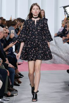 http://www.vogue.com/fashion-shows/spring-2017-ready-to-wear/carven/slideshow/collection