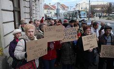 Pont ezek a Kádár - Ceausescu tanoncok fogják tisztelni az időseket?!?!?! A protkót is kilopnák a szájukból!
