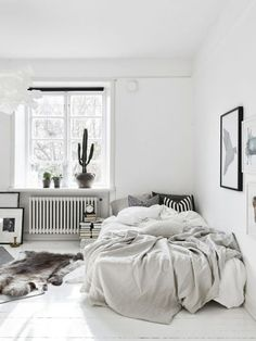 Small bedrooms small space inspiration in monochrome home interior minimalist bedroom student apartment bedroom small bedroom decorating ideas with bunk Cozy Bedroom, Dream Bedroom, Bedroom Decor, Bedroom Ideas, Scandinavian Bedroom, Minimalist Scandinavian, Bedroom Designs, Modern Minimalist, Nordic Bedroom
