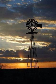 West Texas Windmill - Between Seminole and Andrews, Texas Beautiful! Renewable Energy, Solar Energy, Old Windmills, West Texas, West Virginia, Texas Farm, Thing 1, Le Far West, Water Tower