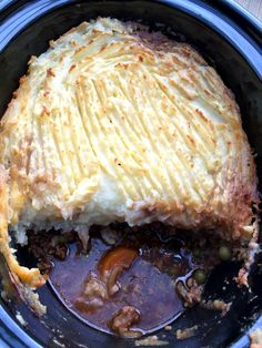 Simple recipe for slow cooker shepherd's pie, perfect for family mealtimes and very easy to do