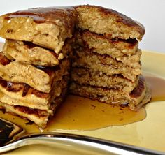 Banana Oat Pancakes Clean and simple pancake recipe that everyone will enjoy!( can use thermomix) Banana Oatmeal Pancakes, Banana Oats, Pancakes And Waffles, Banana Cinnamon, Clean Eating Breakfast, Healthy Breakfast Recipes, Healthy Eating, Healthy Oat Pancakes, Breakfast Time