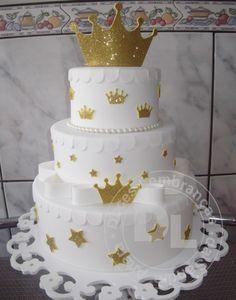 bolo cenográfico pequeno príncipe branco Baby Birthday Cakes, Gold Birthday Cake, Birthday Parties, Beautiful Cake Designs, Beautiful Cakes, Pretty Cakes, Cute Cakes, Baby Shower Cakes, Bolo Fack